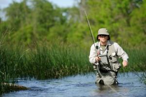 Pêcheur de loisir en rivière