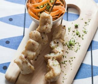 brochettes de saint pierre marinées aux épices et légumes croquants